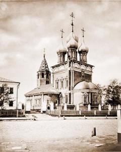 Москва. Церковь Положения Ризы Господней на Донской улице. В этом храме, в левом приделе, отпевали блаженную старицу Матрону